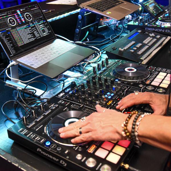 CORSO ONLINE PER DIVENTARE DJ