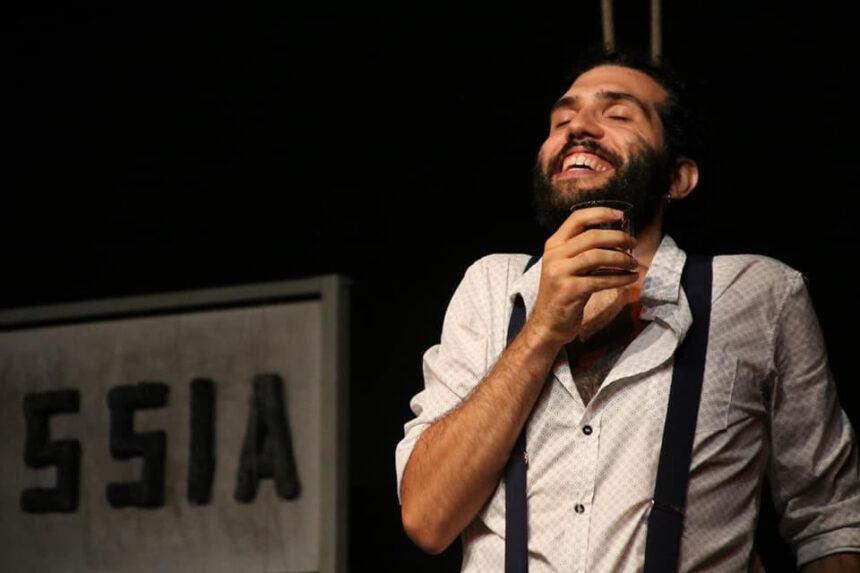 Francesco, il teatro nelle vene: tra passione, superstizione e sogni sospesi